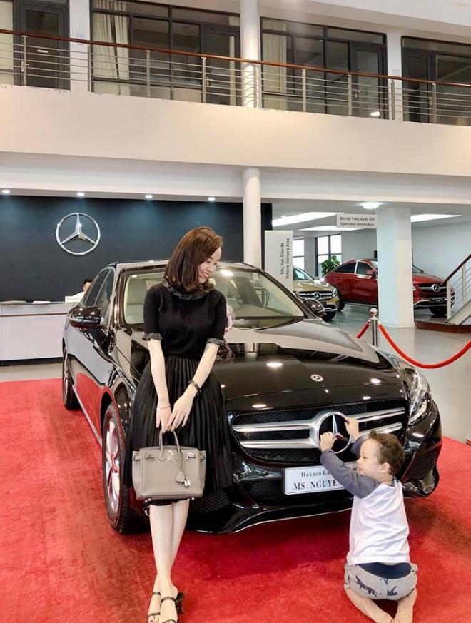 Đẳng cấp nuôi con một mình như Ly Kute: Hết mua nhà, tậu xe đến sắm hàng hiệu chẳng tiếc tay-2