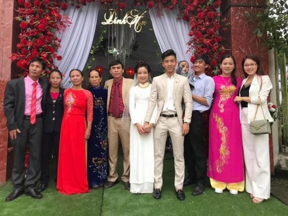 Trọn bộ ảnh lễ ăn hỏi đẹp lịm tim của Phan Văn Đức, chú rể - cô dâu trao nhau nụ hôn ngọt ngào-7