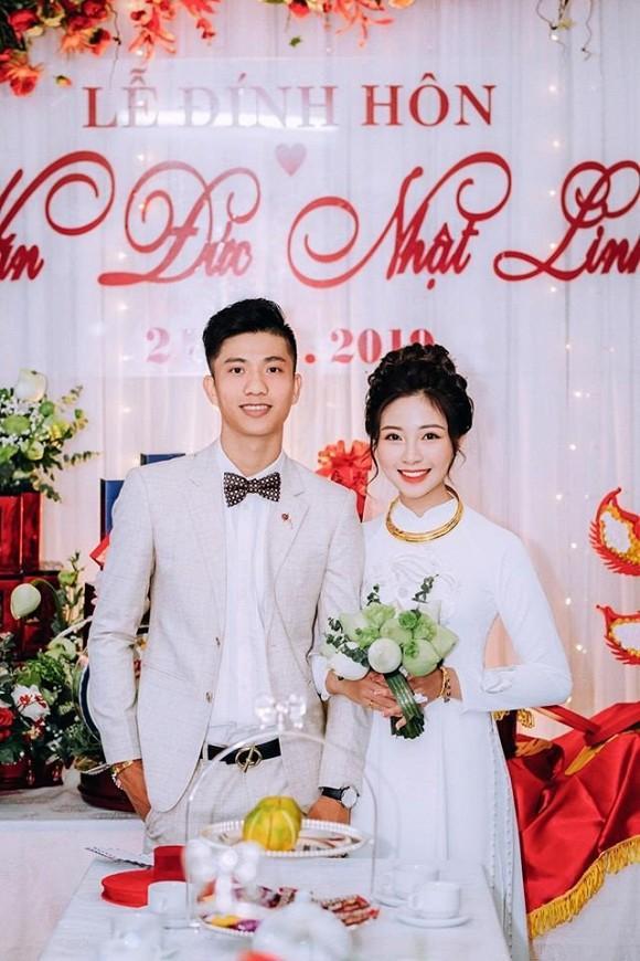 Trọn bộ ảnh lễ ăn hỏi đẹp lịm tim của Phan Văn Đức, chú rể - cô dâu trao nhau nụ hôn ngọt ngào-1