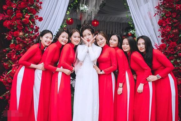 Trọn bộ ảnh lễ ăn hỏi đẹp lịm tim của Phan Văn Đức, chú rể - cô dâu trao nhau nụ hôn ngọt ngào-6