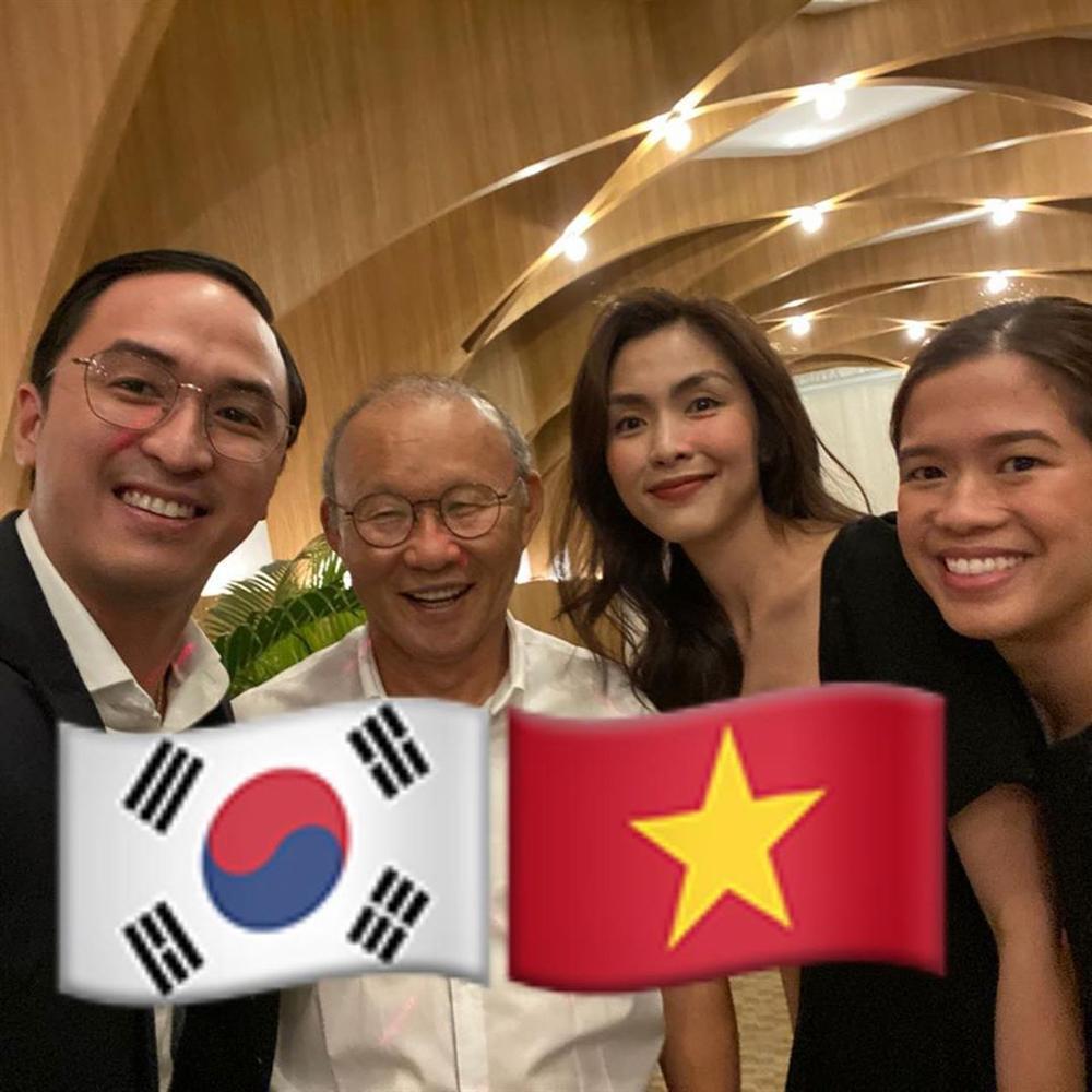 Vợ chồng Tăng Thanh Hà khoe ảnh chụp cùng HLV Park Hang Seo, nhan sắc ngọc nữ gây chú ý-2