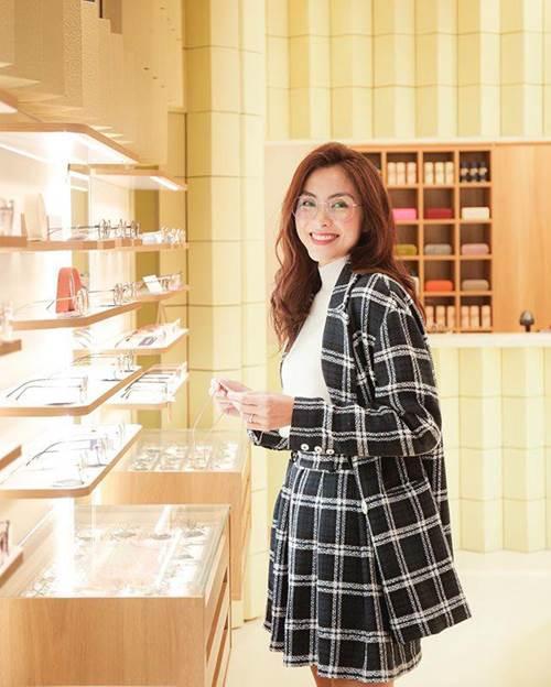Theo đuổi phong cách nữ sinh tinh nghịch, Triệu Vy - Tăng Thanh Hà đều diện set đồ này-3