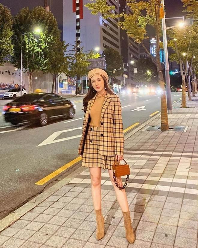 Theo đuổi phong cách nữ sinh tinh nghịch, Triệu Vy - Tăng Thanh Hà đều diện set đồ này-7