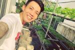 Quên hình ảnh đại gia ăn chơi nức tiếng đi, Minh Nhựa nay quyết làm nông dân khi tự tay chăm sóc vườn rau xanh mướt