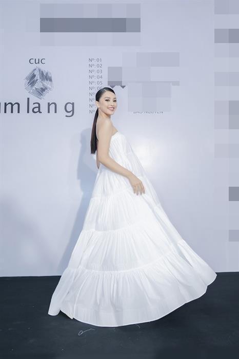 SAO MẶC XẤU: Phi Thanh Vân lộ body sồ sề - Sĩ Thanh diện váy bó sát phô diễn eo bánh mì-4