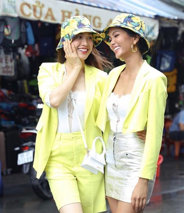 Những loại phụ kiện dẫn đầu xu hướng thời trang khiến sao Việt đua nhau sắm trong năm 2019-11