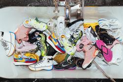 Giày Yeezy trông như đôi tất và những thiết kế xấu nhất năm 2019
