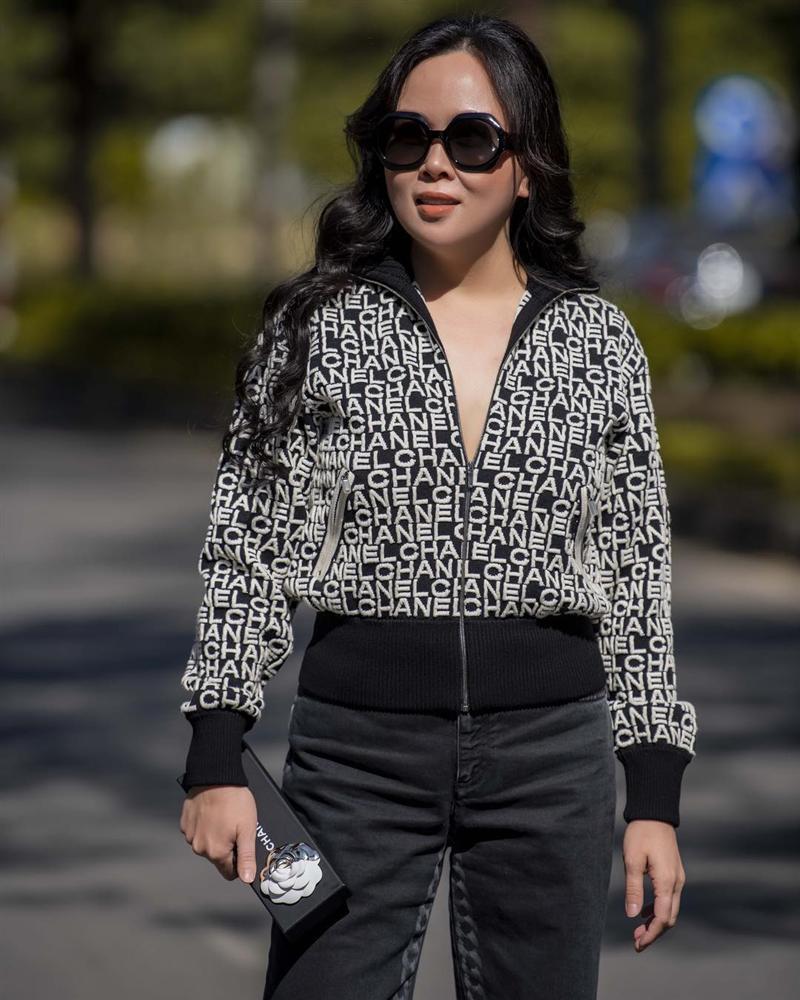 Chi Pu và Phượng Chanel đụng hàng áo khoác gần 100 triệu mà một trời, một vực-1