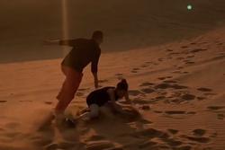 Thực hiện trào lưu 'bắt em đi', Ngọc Trinh ham vui ngã sấp mặt trên sa mạc