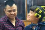 Vân Dung tóc quấn lô chi chít quậy tung hậu trường chương trình thay thế Táo quân