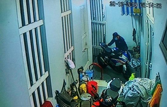 Nhận tin nhắn từ người lạ, chủ xe mô tô BMW S1000RR bị mất trộm giá hơn nửa tỷ đã tìm thấy xe ở Sài Gòn-2
