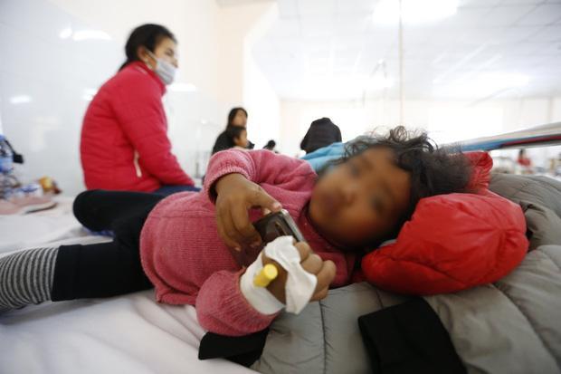 Ăn đồ từ thiện, gần 60 trẻ nhập viện cấp cứu-1