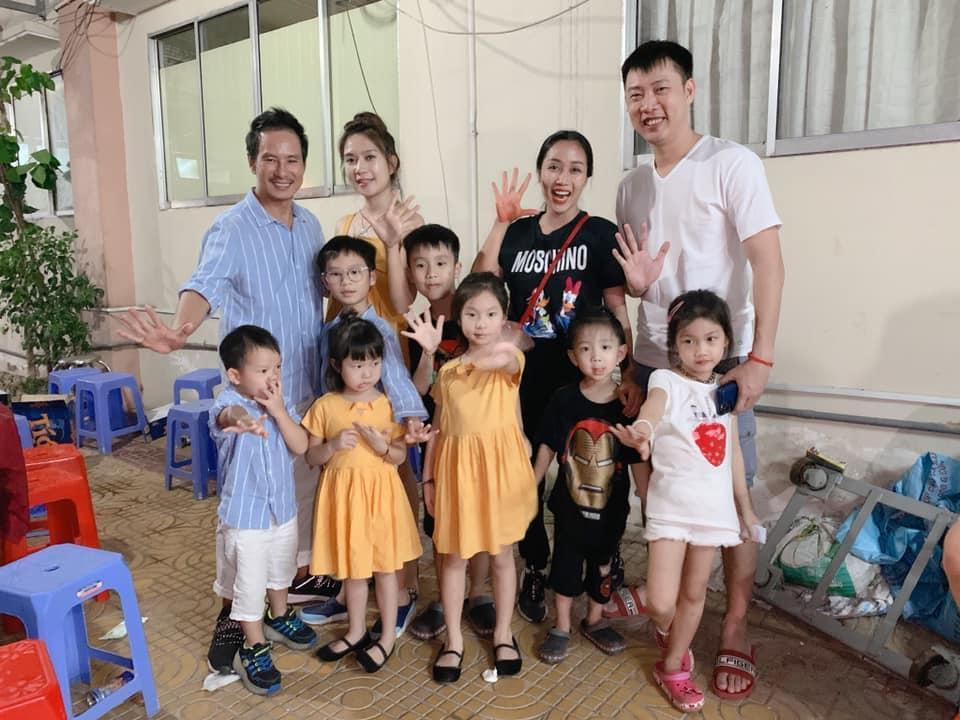 Gia đình Lý Hải - Ốc Thanh Vân hội ngộ, dân mạng thích thú vì quân số 2 nhà đông ngang ngửa-2