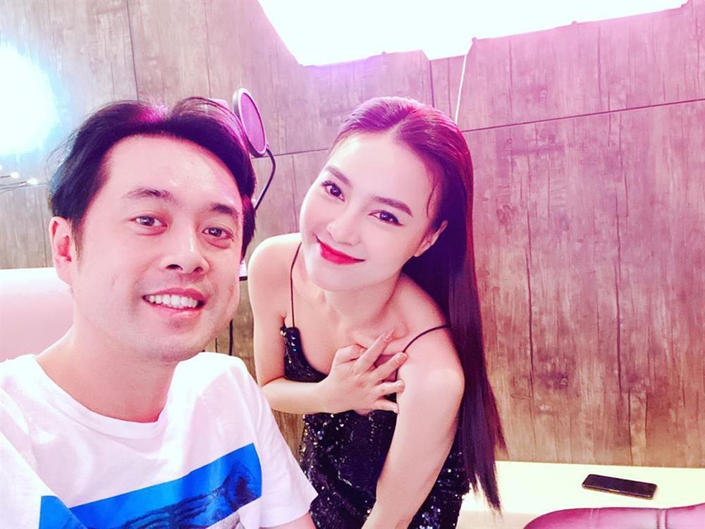 Ninh Dương Lan Ngọc che chắn vòng 1 cẩn thận khi chụp hình cùng Dương Khắc Linh-3