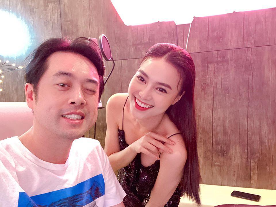 Ninh Dương Lan Ngọc che chắn vòng 1 cẩn thận khi chụp hình cùng Dương Khắc Linh-2