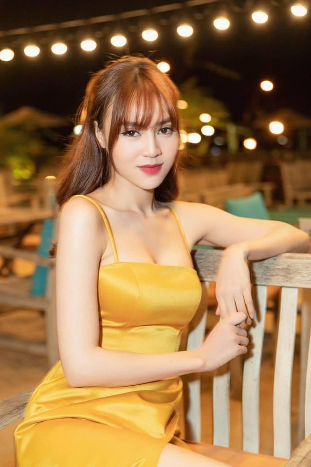 Ninh Dương Lan Ngọc che chắn vòng 1 cẩn thận khi chụp hình cùng Dương Khắc Linh-6
