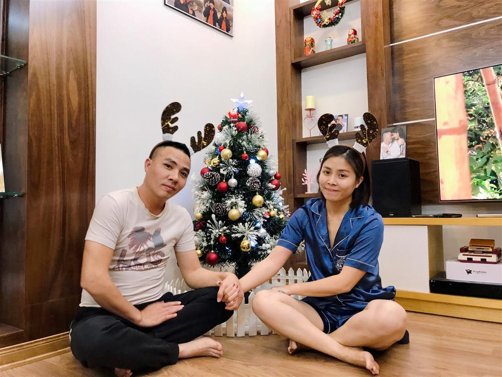 Chỉ một hành động nhỏ, MC Hoàng Linh đã nói lên tất cả mối quan hệ với con riêng của chồng-1