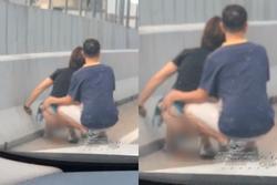 Người phụ nữ tụt quần phóng uế giữa đường, hành động tiếp tay của người đàn ông còn phẫn nộ hơn
