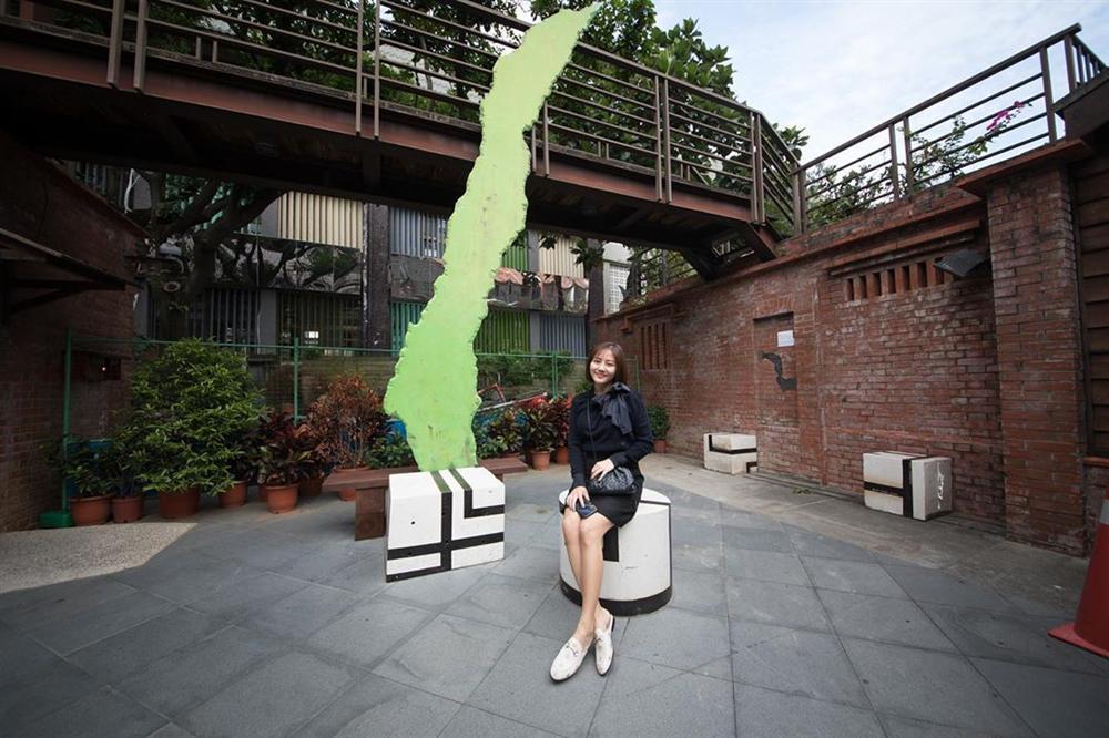 Lên đồ cực gắt khi dự sự kiện, street style của Văn Mai Hương lại trẻ trung nhờ cách mix đồ đáng gờm-10