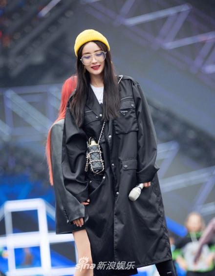 Không hổ danh ngôi sao thời trang Cbiz: Dương Mịch hút ánh nhìn với visual đỉnh cao cùng set đồ chất ngầu-5