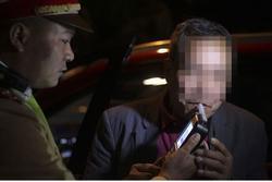Nhấp 'ngụm' rượu ngày tất niên, tài xế bị phạt 2,5 triệu đồng, giữ xe 7 ngày