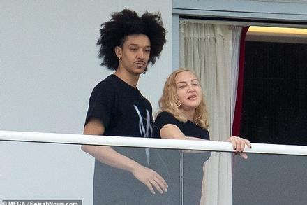 Madonna được lòng gia đình bạn trai kém 36 tuổi