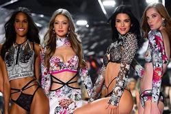 Siêu mẫu nội y Victoria's Secret nào có phần mở màn ấn tượng nhất?