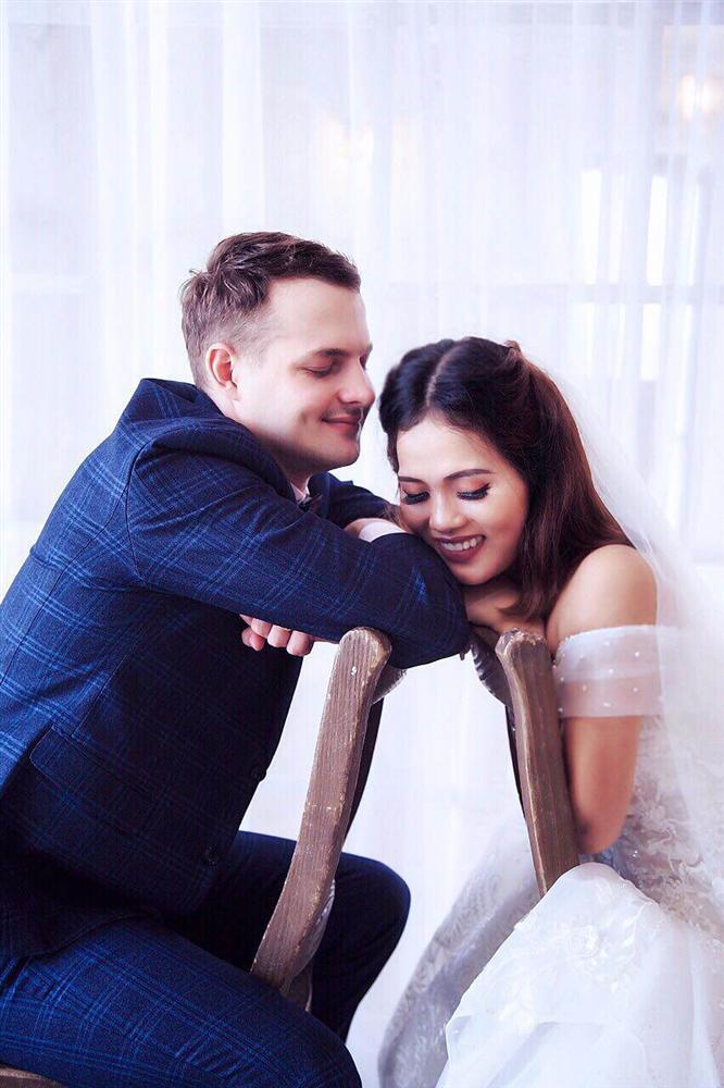 Cô gái Việt lấy giám đốc ngân hàng Nga, ngày kết hôn mẹ chồng cầm tay cảm ơn rối rít-1