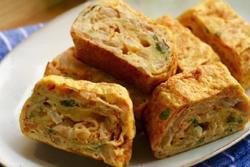 Tự làm trứng cuộn kim chi đậm hương vị Hàn