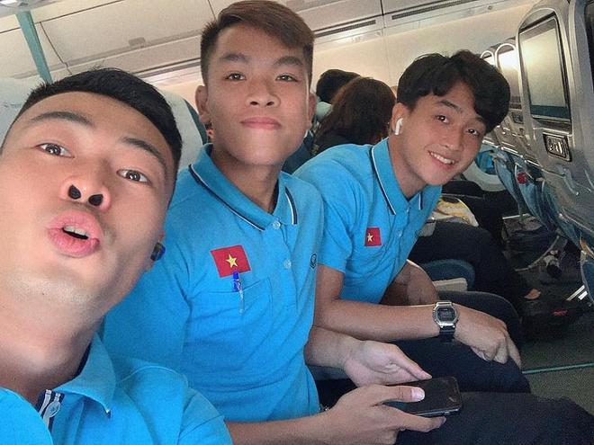 Đức Chinh, Đình Trọng và dàn cầu thủ U23 check-in sang Thái Lan-6