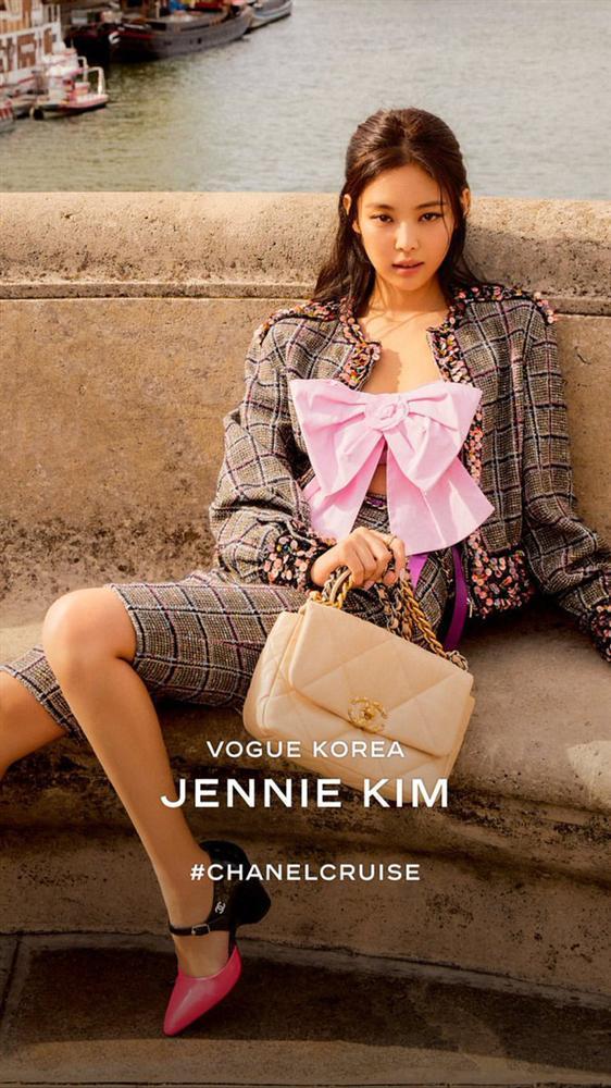 Phượng Chanel lấn át Ngọc Trinh với phong cách cô hầu gái dù diện set đồ trăm triệu-7