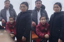 Đi du lịch cùng gia đình, bé gái chiếm spotlight với biểu cảm đúng kiểu 'một mình một thế giới'