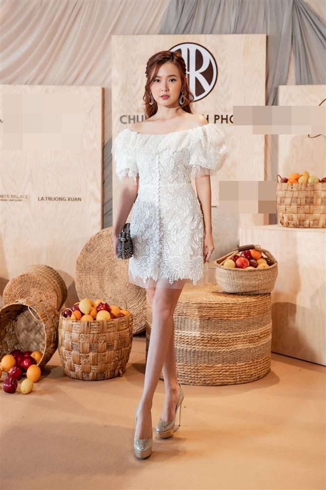 Váy Quỳnh Anh mặc trong ngày Duy Mạnh cầu hôn từng được Midu, Hoàng Yến diện đẹp xuất sắc-4