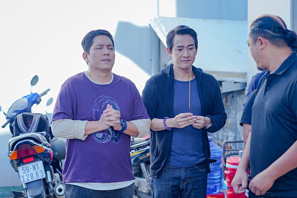 Phim hài đen đầu tiên của Việt Nam khai máy: Hứa Vĩ Văn sàm sỡ Thái Hòa, Kiều Minh Tuấn tình cảm Kaity Nguyễn-5
