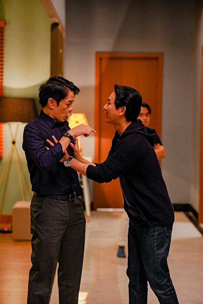 Phim hài đen đầu tiên của Việt Nam khai máy: Hứa Vĩ Văn sàm sỡ Thái Hòa, Kiều Minh Tuấn tình cảm Kaity Nguyễn-6