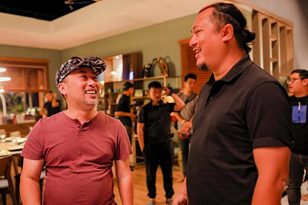 Phim hài đen đầu tiên của Việt Nam khai máy: Hứa Vĩ Văn sàm sỡ Thái Hòa, Kiều Minh Tuấn tình cảm Kaity Nguyễn-9