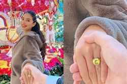 Phạm Hương nắm tay hôn phu đi khắp thế gian nhưng ai nấy chỉ quan tâm chiếc nhẫn kim cương 'khủng'