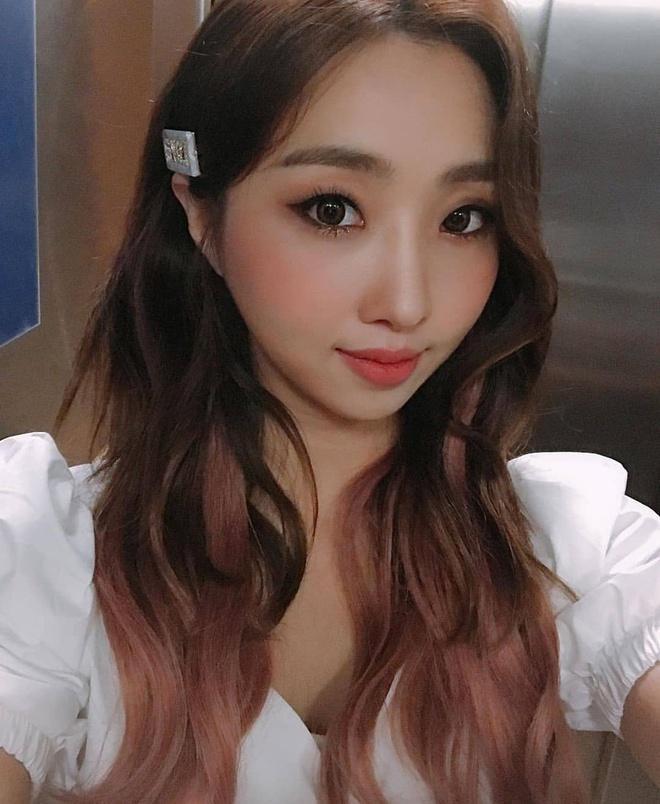 Lisa và dàn em út nhóm nhạc Hàn lên đời phong cách sau khi nổi tiếng-2