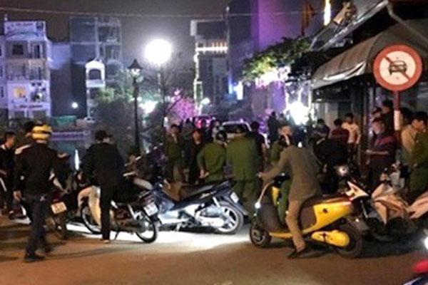 Bị chặn đường đánh vì từ chối uống rượu, nam thanh niên đâm 2 người chết-1