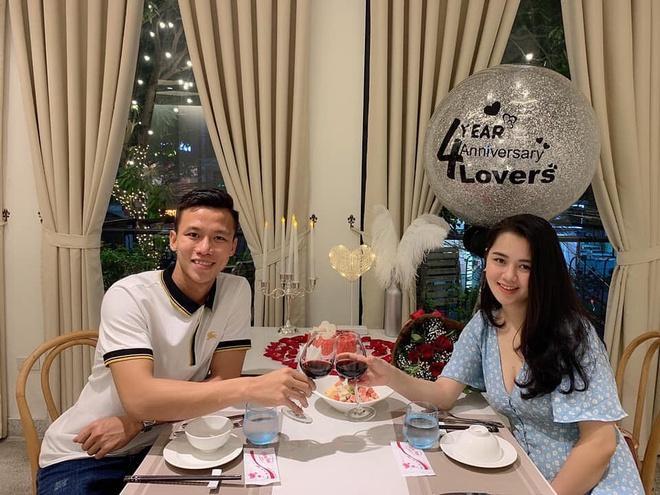 Bộ ba trung vệ tuyển Việt Nam cầu hôn, tỏ tình bạn gái lãng mạn-4