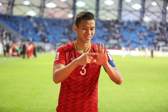 Bộ ba trung vệ tuyển Việt Nam cầu hôn, tỏ tình bạn gái lãng mạn-5