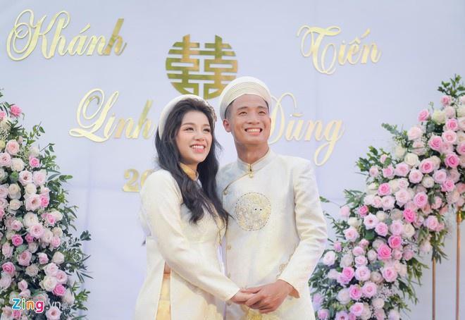 Bộ ba trung vệ tuyển Việt Nam cầu hôn, tỏ tình bạn gái lãng mạn-7