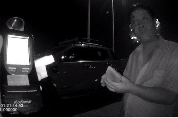 Uống rượu bia rồi lái xe, nam tài xế cay đắng bị phạt 35 triệu đồng, tước GPLX gần 2 năm-1