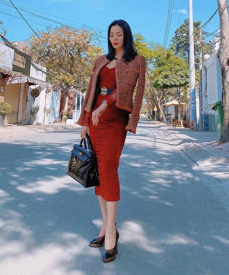 Dàn mỹ nhân Việt đồng loạt lên đồ nhuốm sắc đỏ: Lệ Quyên lại xách túi giá bằng cả căn hộ-3