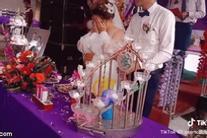 Clip: Chú rể bật nắp rượu bay vào mặt cô dâu nhưng hành động sau đó mới đáng bàn
