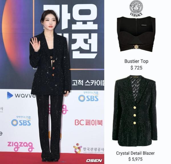 Là cây rụng tiền của công ty, Chungha gây choáng với loạt outfit không giá nghìn đô thì cũng đính đá lồng lộn-5
