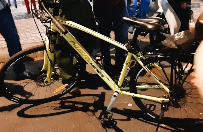Người đi xe đạp bối rối vì bị kiểm tra nồng độ cồn, người đi xe máy uống 2 lon bia bị phạt 4,5 triệu: Xe tôi mua 5 triệu, chắc bỏ luôn-3
