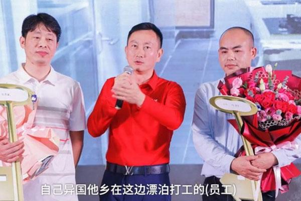 Công ty Trung Quốc thưởng Tết cho nhân viên một căn hộ mới-1