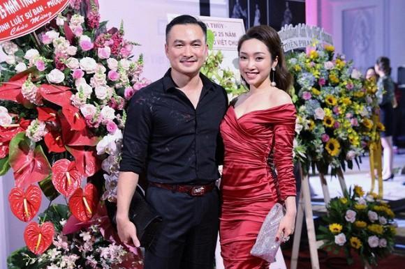 Diễn viên Chi Bảo lần đầu tiên đăng ảnh đưa người yêu đi ăn cùng con trai và vợ cũ-4