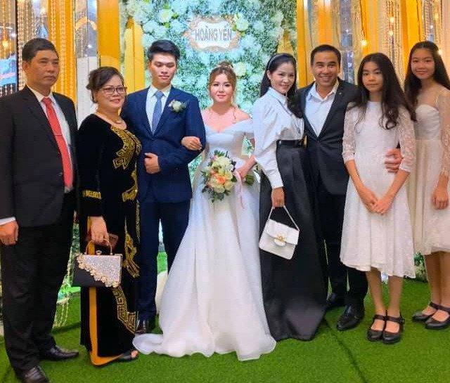 Dự đám cưới, 2 con gái Quyền Linh chiếm spotlight vì xinh hơn cả cô dâu-1